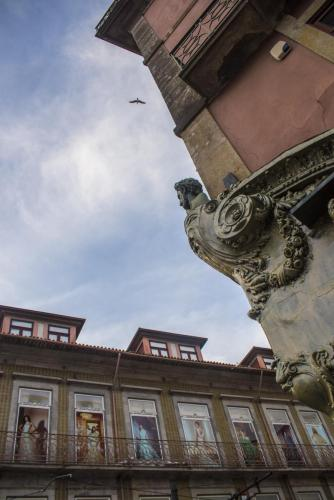 Statuary on buildings